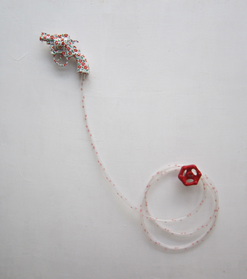 Gul-Gun (installation), 2012, Acrylic paint on toy gun, water hose and iron liver, Variable