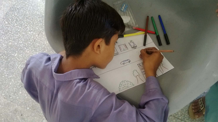 Student drawing map